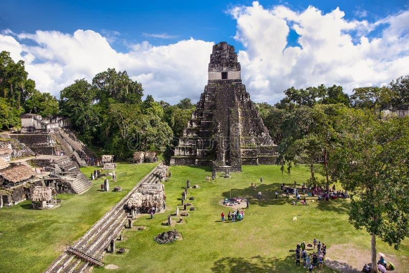 Plaza de Gran en el sitio arqueológico Tikal, Guatemala foto de archivo