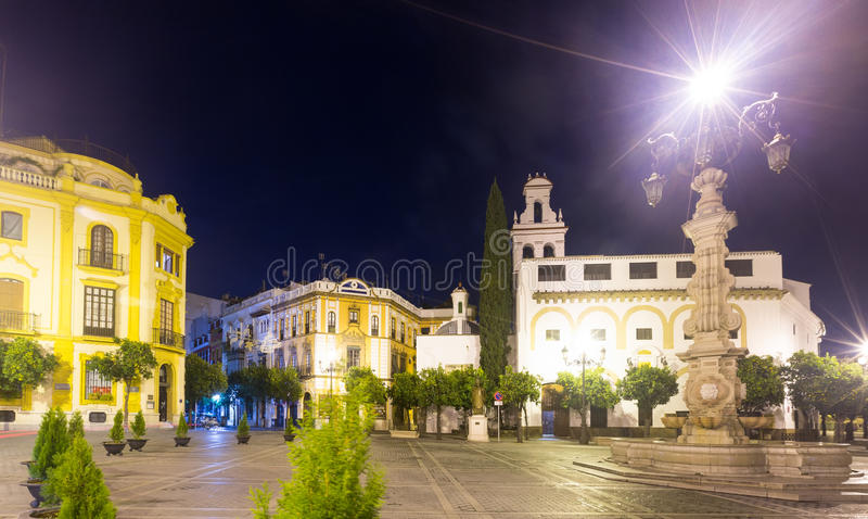 Plaza DE La Virgen DE los Reyes in nacht Sevilla royalty-vrije stock afbeeldingen