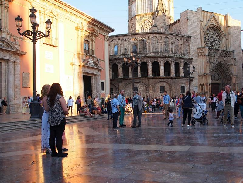 Plaza de la Virgen, Valencia, luz del sol de la última hora de la tarde foto de archivo