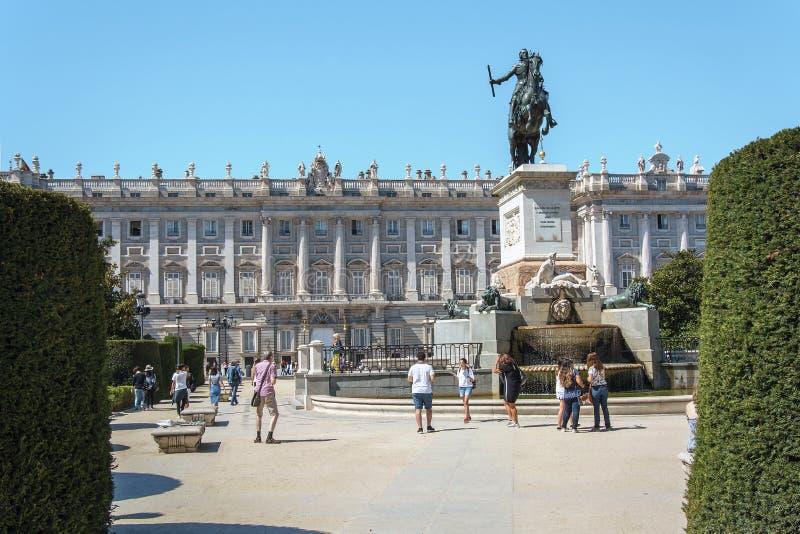 Plaza de Oriente in Madrid stockbilder