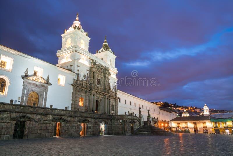 Plaza de San Francisco en la ciudad vieja Quito imagen de archivo