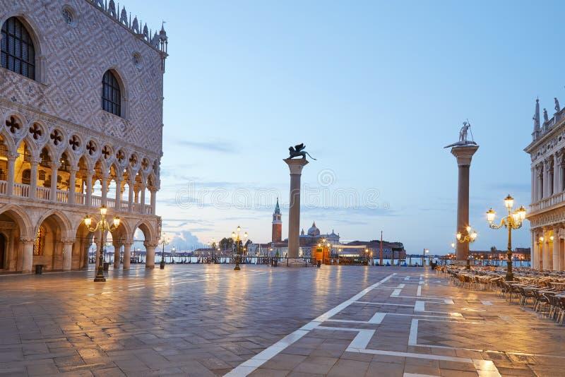 Plaza de San Marcos, nadie en la madrugada en Venecia fotografía de archivo libre de regalías