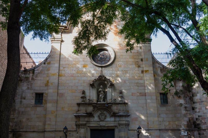 Plaza de Sant Felip Neri, die Hauptfassade bombardiert durch pro--Francoist Luftfahrt Barri Gotic, Barcelona lizenzfreies stockfoto
