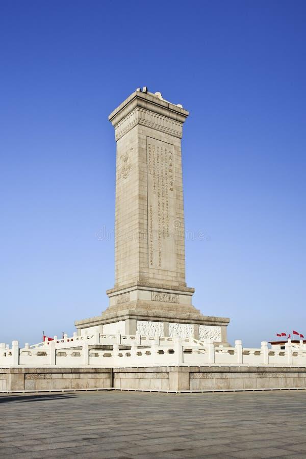 Plaza de Tiananmen Pekín del monumento de la conmemoración contra un cielo azul imágenes de archivo libres de regalías
