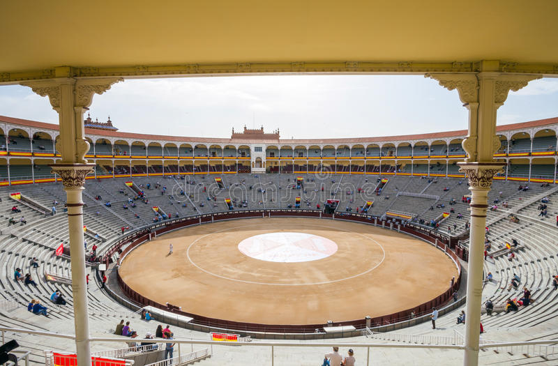 Plaza de Toros de Las Ventas εσωτερική άποψη με το gatheri τουριστών στοκ φωτογραφίες με δικαίωμα ελεύθερης χρήσης