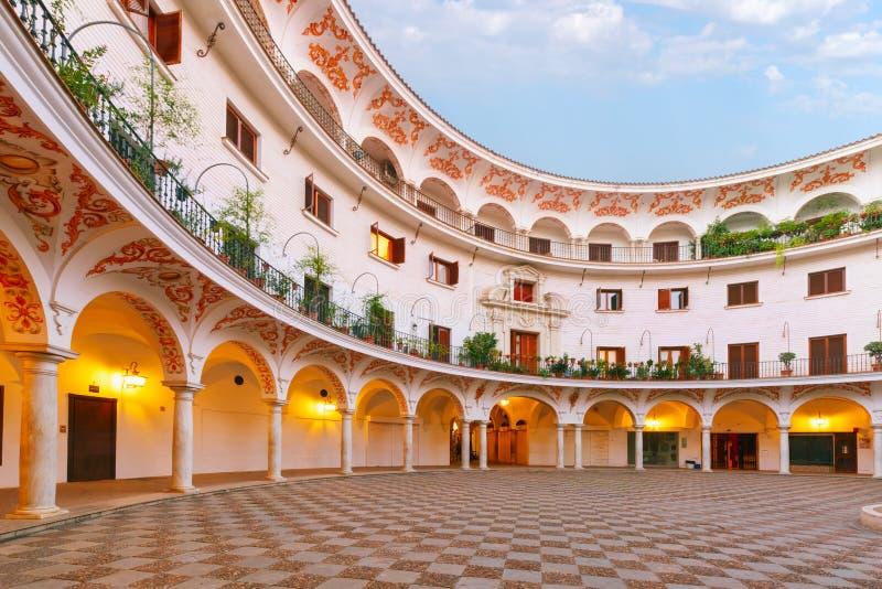 Plaza del Cabildo in de ochtend, Sevilla, Spanje royalty-vrije stock foto's