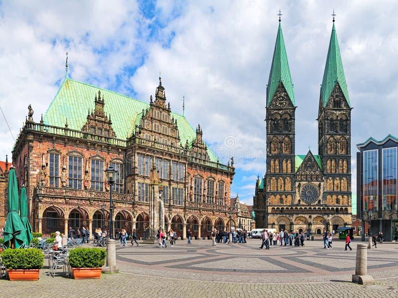 Plaza del mercado de Bremen con ayuntamiento y la catedral de Bremen, Alemania fotografía de archivo