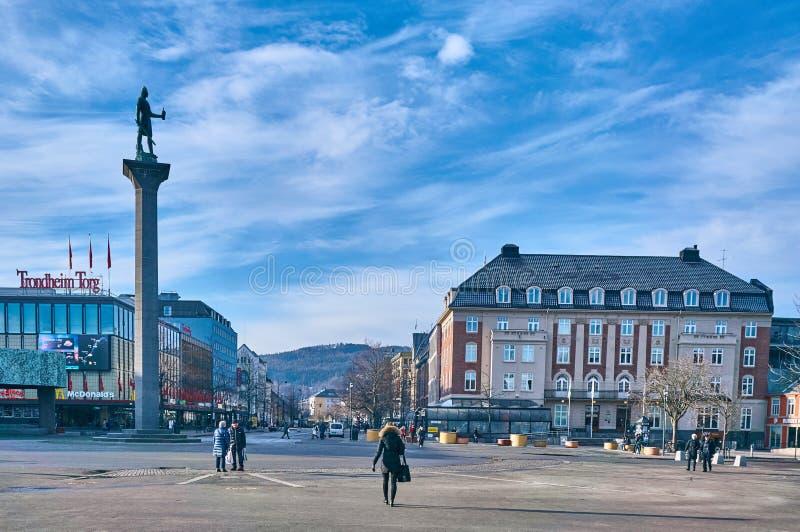 Plaza del mercado de Strondheim, Noruega imagenes de archivo