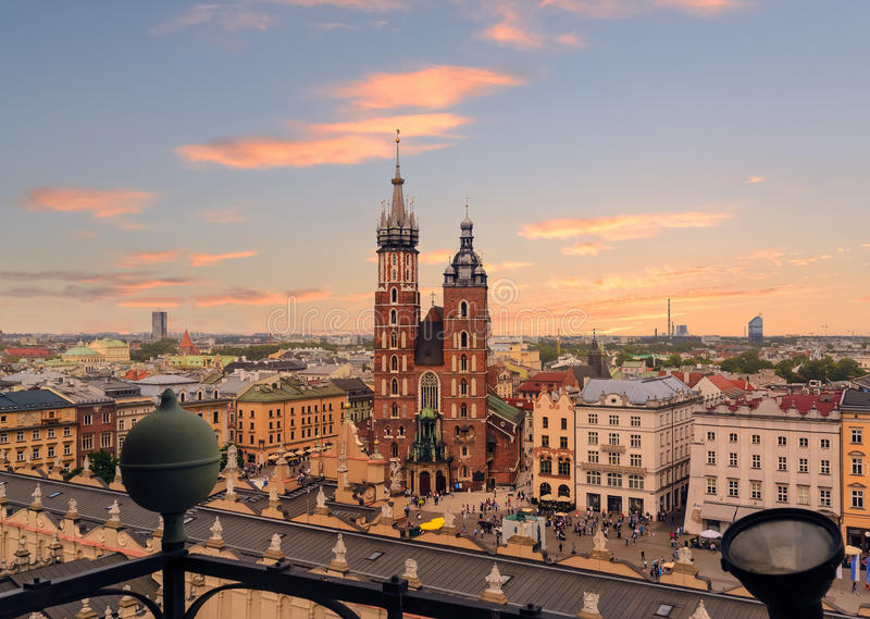 Plaza del mercado después de la puesta del sol, Polonia de Kraków fotografía de archivo
