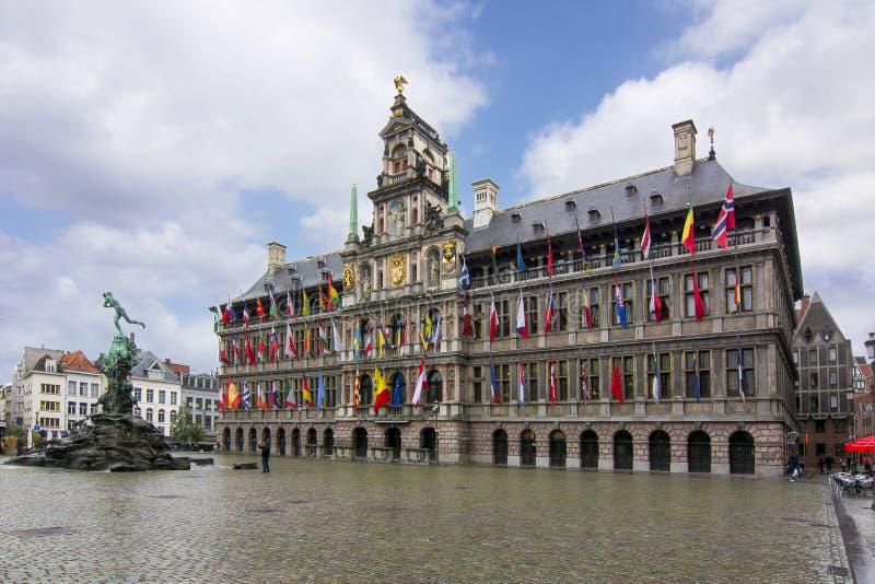 Plaza del mercado en Amberes, Bélgica imagen de archivo libre de regalías