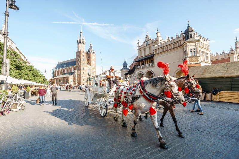 Plaza del mercado en el corazón de la ciudad vieja de Kraków, Polonia imagen de archivo