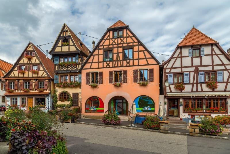 Plaza del mercado en el Dambach-la-Ville, Alsacia, Francia imagen de archivo libre de regalías