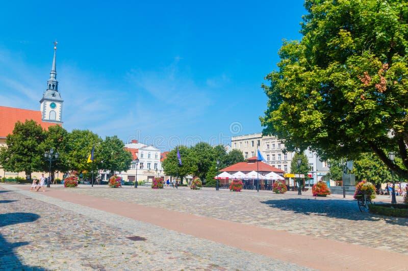 Plaza del mercado en la ciudad vieja de Wejherowo imagenes de archivo