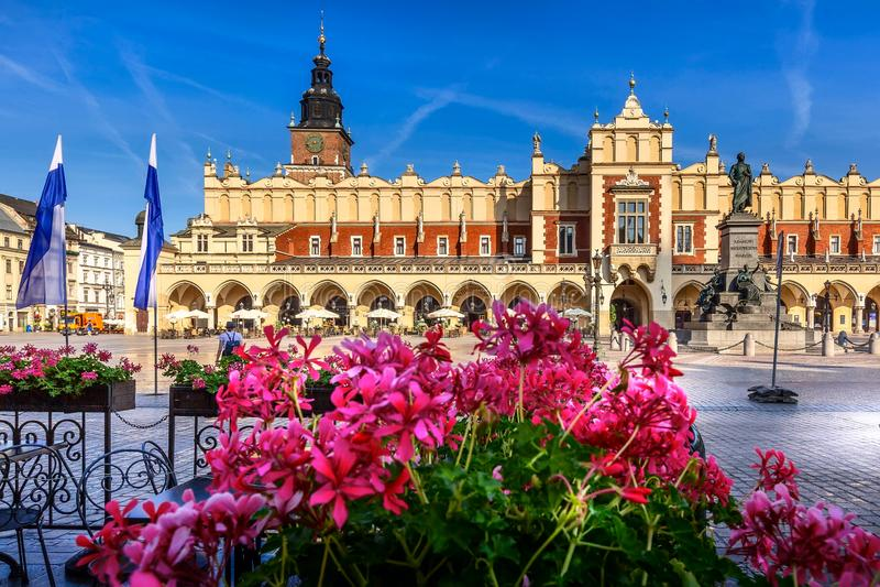 Plaza del mercado principal de Kraków, Polonia, ayuntamiento imagen de archivo