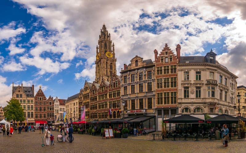 Plaza del mercado y catedral de nuestra señora imagen de archivo libre de regalías