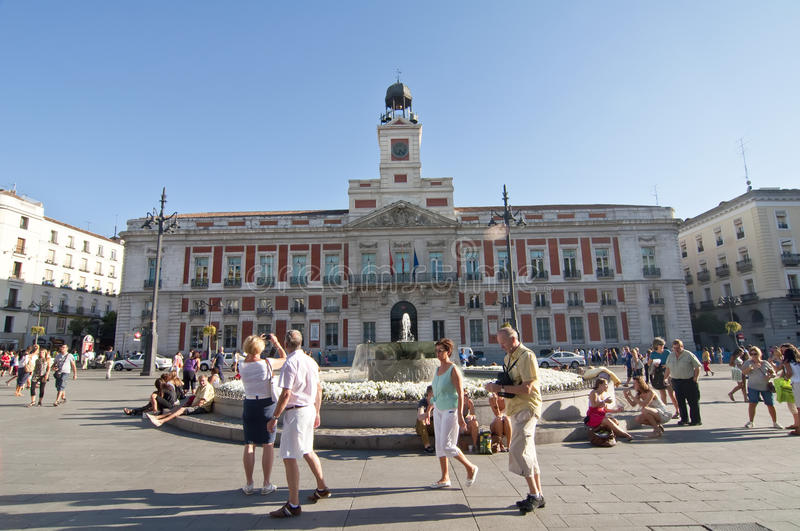 Plaza del sol in madrid spain editorial stock image for Plaza puerta del sol