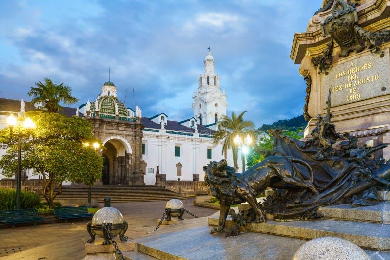 Plaza grande en la ciudad vieja Quito, Ecuador fotos de archivo