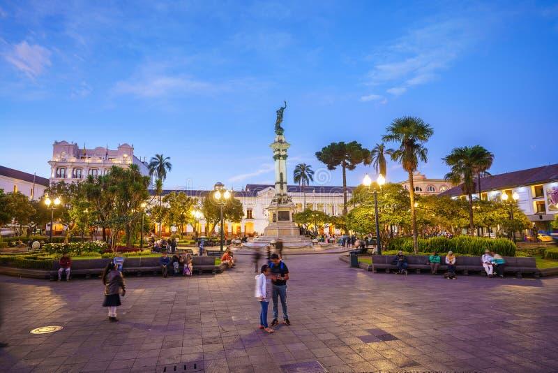 Plaza grande en la ciudad vieja Quito, Ecuador fotografía de archivo