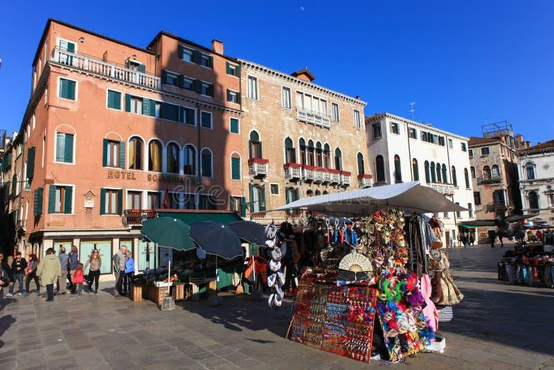 Plaza o Campo típica en el corazón de Venecia imágenes de archivo libres de regalías
