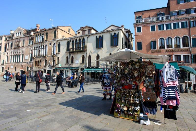 Plaza o Campo típica en el corazón de Venecia imagen de archivo libre de regalías