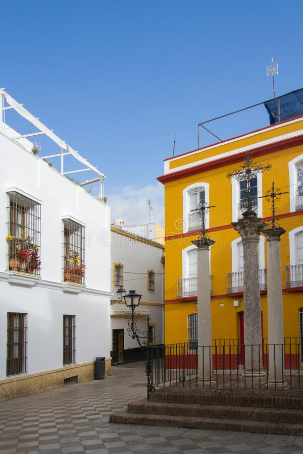 Plaza pintoresca en Sevilla, España imagenes de archivo