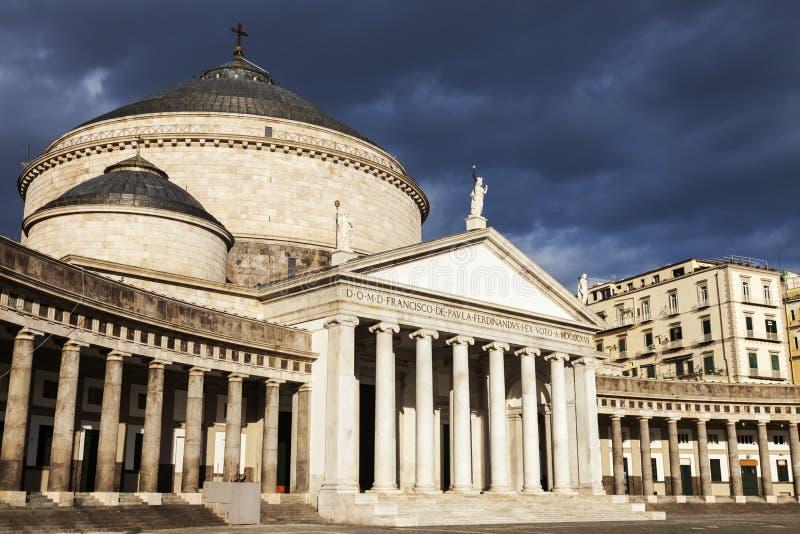 Plaza Plebiscito en Nápoles con San Francesco di Paola Church imagen de archivo