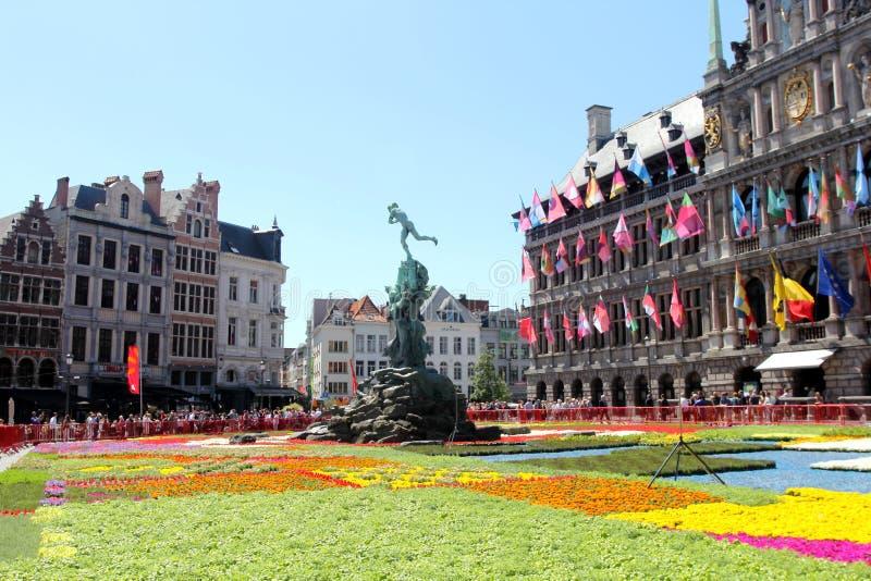 Plaza principal de Amberes, Bélgica fotos de archivo