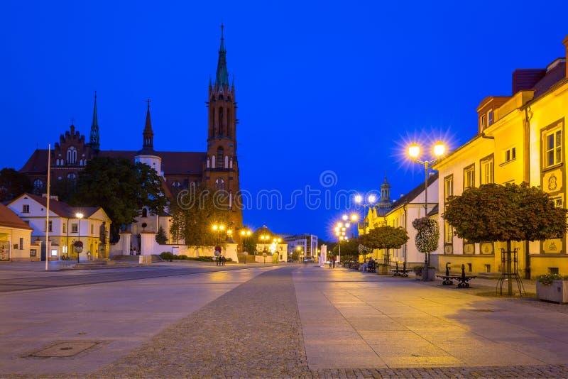 Plaza principal de Kosciusko con la basílica en Bialystok imágenes de archivo libres de regalías