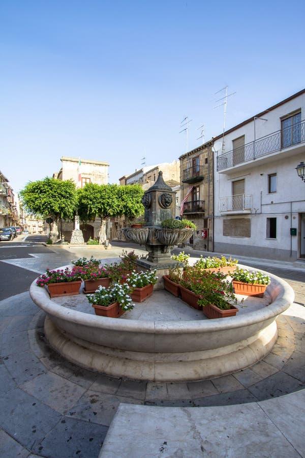 Plaza principal de Lascari, Sicilia, Italia foto de archivo
