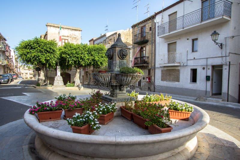 Plaza principal de Lascari, Sicilia, Italia fotografía de archivo libre de regalías