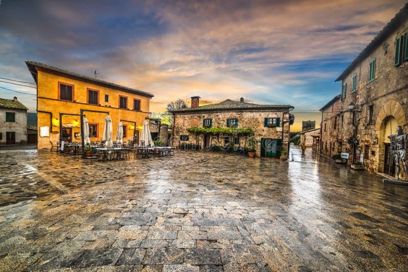 Plaza principal de Monteriggioni foto de archivo libre de regalías