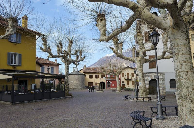 Plaza principal de Varenna - Italia fotografía de archivo