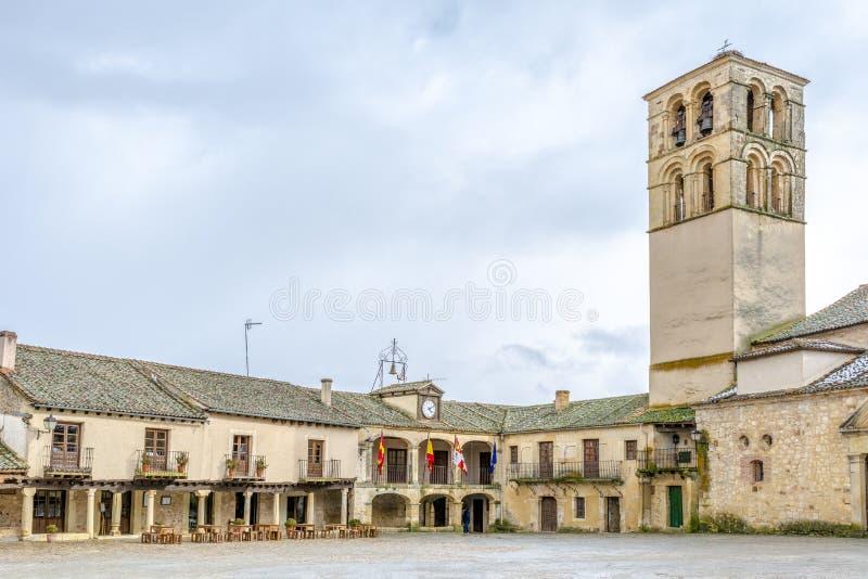 Plaza principal del pueblo de Pedraza foto de archivo libre de regalías