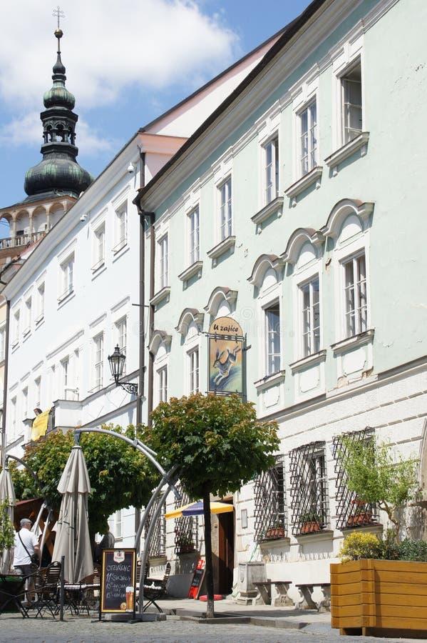 Plaza principal en la ciudad moravian Mikulov, República Checa fotografía de archivo libre de regalías