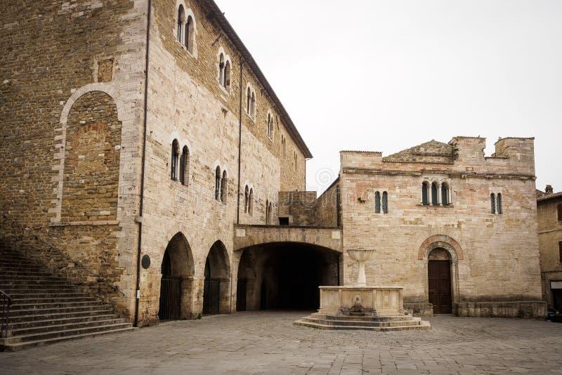 Plaza principal medieval de la ciudad de Bevagna imágenes de archivo libres de regalías