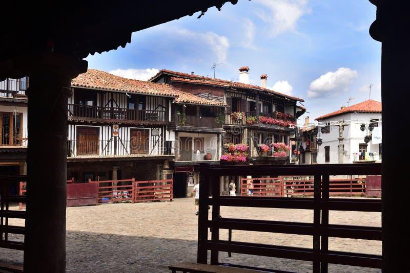 Plaza principal y plaza de toros, La provincia de Alberca, Salamanca, Castil imagen de archivo