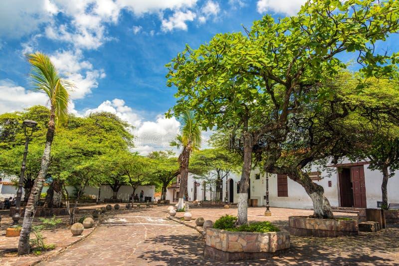 Plaza rayée par arbre dans Giron photo stock