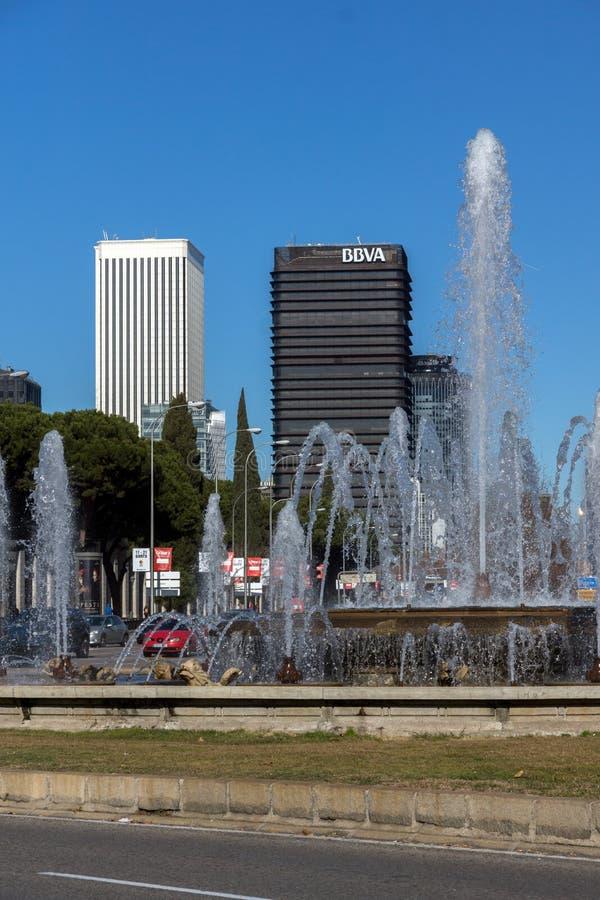 Plaza San Juan de la cruz på den Paseo de la Castellana gatan i stad av Madrid, Spanien arkivfoton