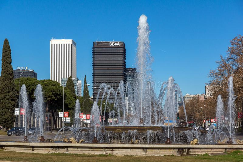 Plaza San Juan de la cruz på den Paseo de la Castellana gatan i stad av Madrid, Spanien royaltyfri foto