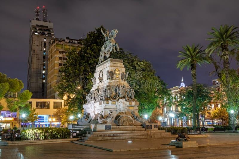 Plaza SAN Martin και μνημείο SAN Martin τη νύχτα - Κόρδοβα, Αργεντινή στοκ φωτογραφίες