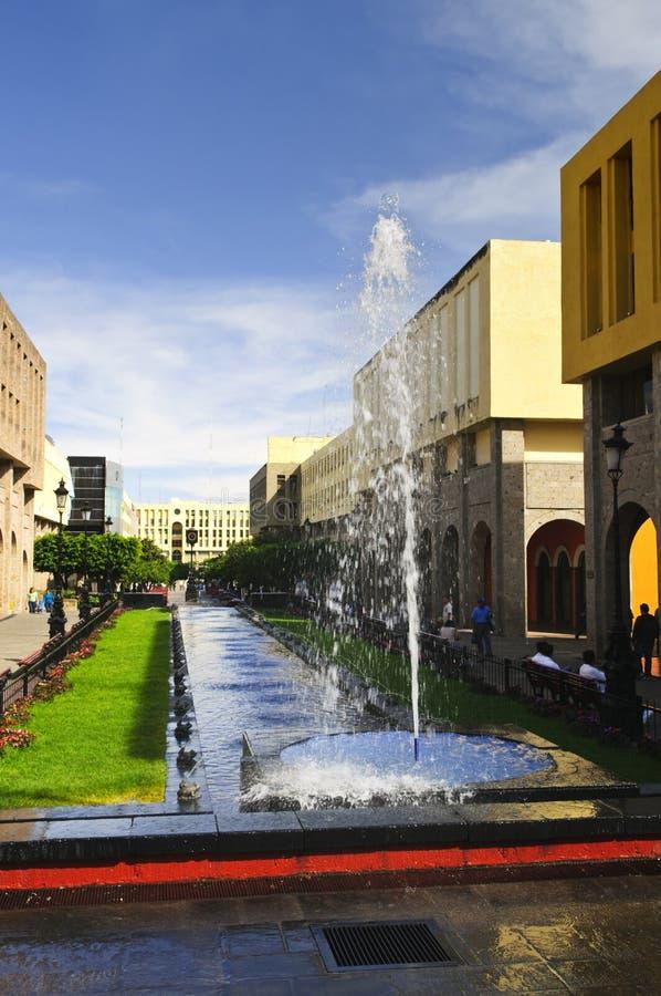 Plaza Tapatia con la fuente en Guadalajara, México fotografía de archivo