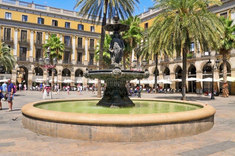 Plaza verdadera en Barcelona, España imagenes de archivo