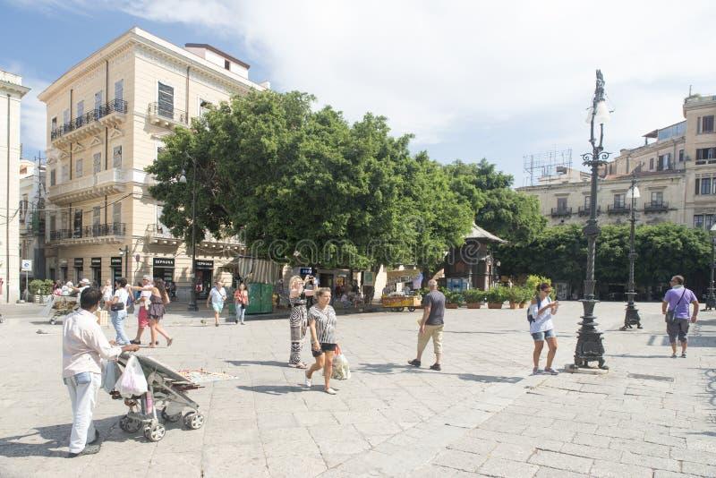 Plaza Verdi en Palermo fotografía de archivo libre de regalías