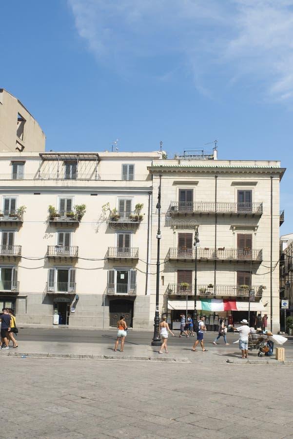 Plaza Verdi en Palermo foto de archivo libre de regalías