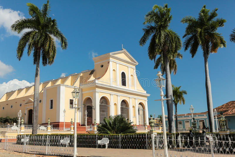 Plazaborgmästare med kyrkan av den heliga Treenighet arkivbilder