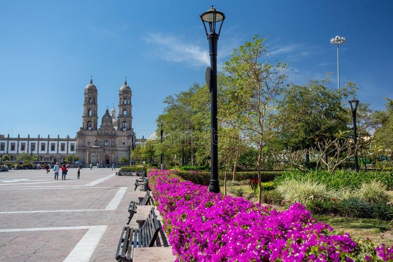 Plazade-las Americas och kyrka, Zapopan, Guadalajara, Mexico fotografering för bildbyråer