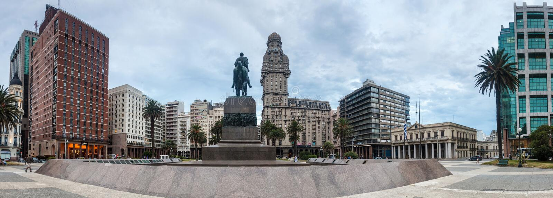 PlazaIndependecia fyrkant i mitten av Montevideo arkivfoto