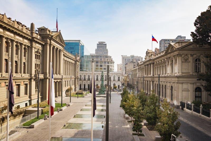 PlazaMontt-Varas fyrkant med domstolslotten och den tidigare kongressen - Santiago, Chile arkivbild