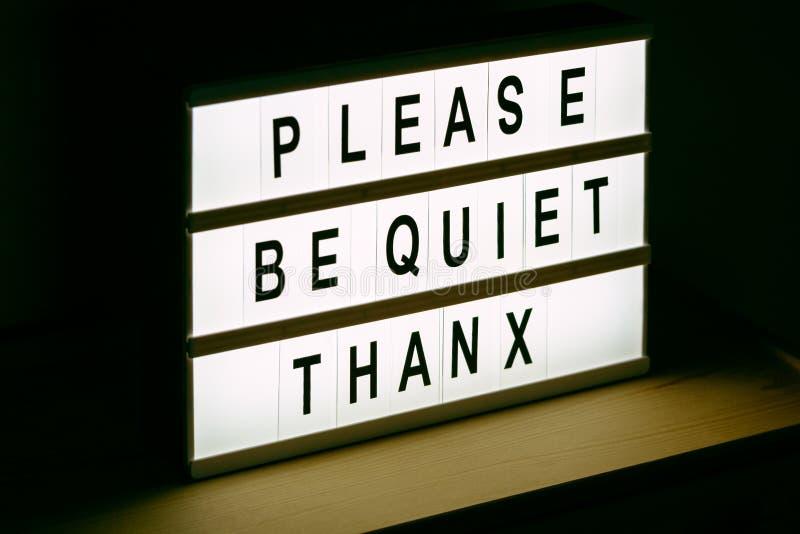 Please är tyst, tackar meddelandetecknet royaltyfria bilder