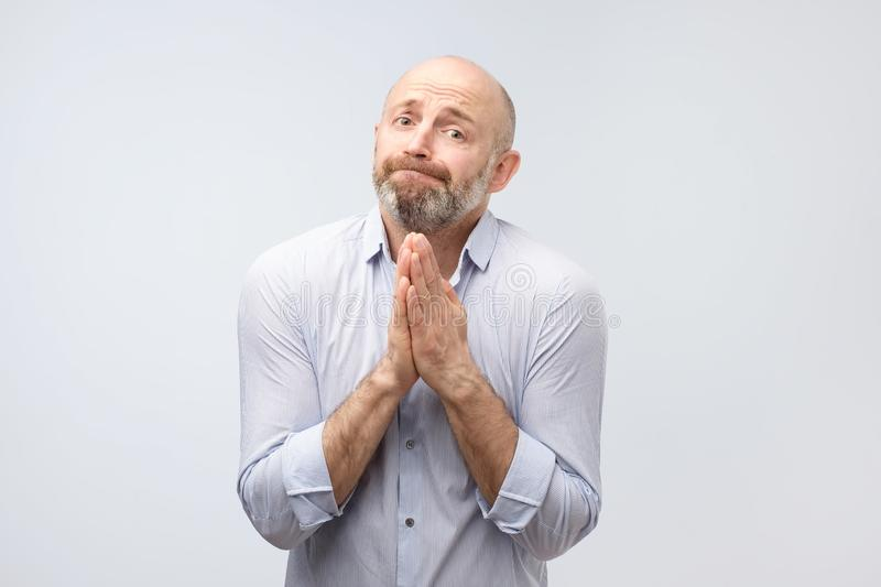 Please help me now. Bearded mature man need a help. stock images